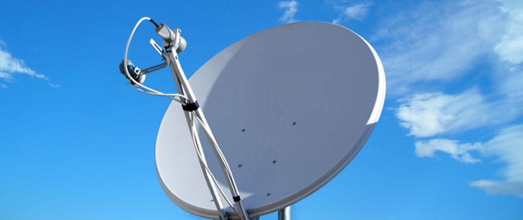 Antennista per riparazione parabola